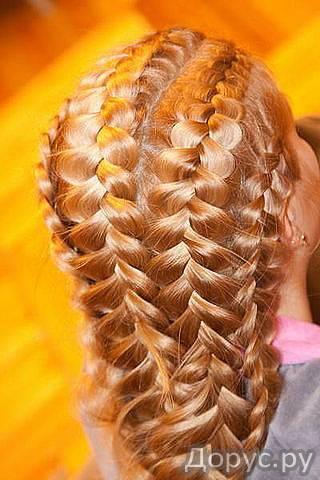 плетение кос,покраска волос, мелирование,вечерние и повседневные причёски) .