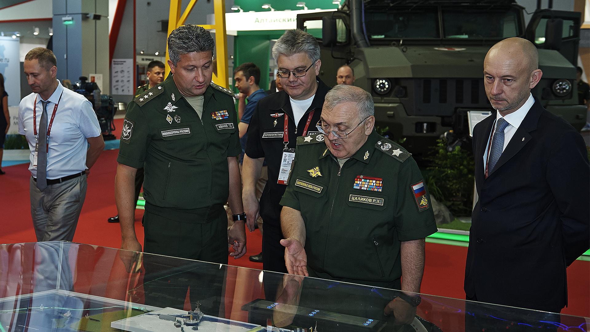 Единую экспозицию на консилиуме «Армия 2018» представили военные различных направлений
